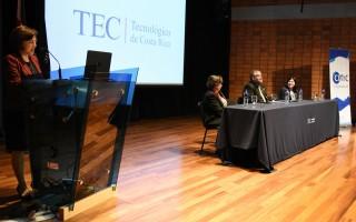 La vicerrectora de Investigación, doctora Paola Vega, participó en la inauguración en representación de las autoridades institucionales.