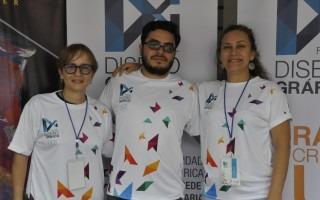 El docente del TEC Rodolfo Mora acompañado por María Alpízar y Fabiola Castro, de la UCR.