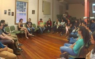 El conversatorio realizado en la Casa  Cultural Amón contó con la asistencia de estudiantes y docentes del TEC. (Foto: Paola Solano)