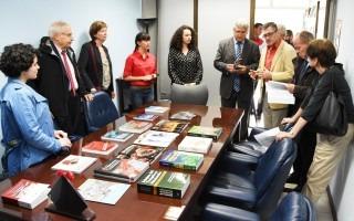 Expertos del Alto Consejo de Evaluación de la Investigación y la Educación Superior visitaron la Editorial Tecnológica  y fueron recibidos por el director, Dr. Dagoberto Arias Aguilar. Foto Ruth Garita /OCM.