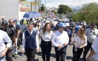 rectores marchando hacia Casa Presidencial