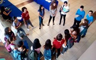 grupo de mujeres en círculo
