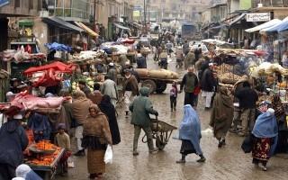 personas en calle de Afganistán