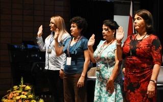 Cuatro representantes de la Comisión Organizadora son juramentadas.