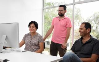 Marcela Cubero, Luis Carlos Araya y Sergio Rivas conforman el proyecto junto con Xinia Varela, quien se encuentra fuera del país. (Foto: Ruth Garita/OCM)