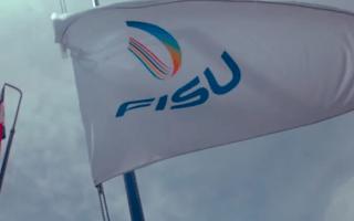 Banderas de Costa Rica y de la FISU ondeando.