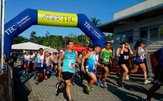 personas  corriendo en competencia