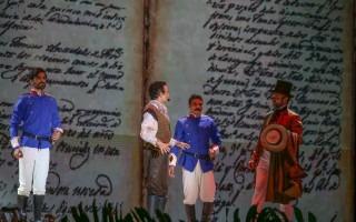 Actores interpretando independencia.