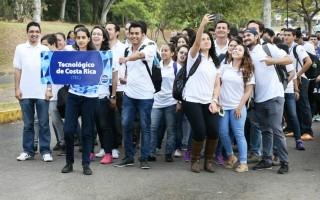 grupo_de_atletas_del_tec_en_el_desfile_inaugural_juncos_2017_