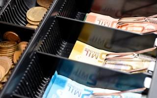 billetes de dinero y monedas