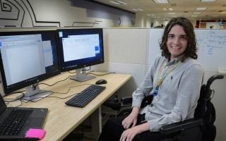 André Solís actualmente labora en Intel Costa Rica bajo la figura estudiante-trabajador, su rol es de Desarrollador de Aplicaciones. (Foto cortesía de Fanny Alvarado, asesora en Comunicación Estratégica Intel).