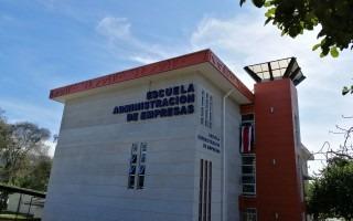 Imagen del edificio de la Escuela de Administración de Empresas del Campus Tecnológico Central Cartago.