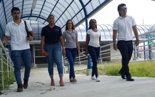 estudiantes_caminando_por_nuevo_centro_academico_de_limon_