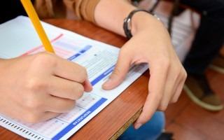 mano sobre prueba de admision del TEC