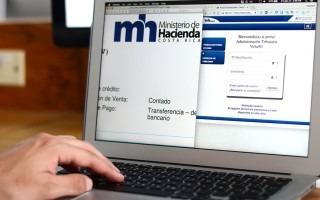 mano de persona en computadora. pantalla muestra sistema del ministerio de hacienda