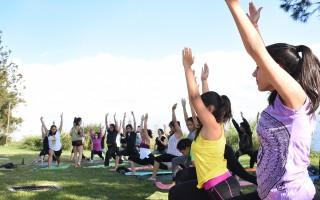El espacio atrás de Materiales sirvió de escenario para una tarde de yoga y relajación, el lunes 27 de febrero. Foto: Ruth Garita/OCM.