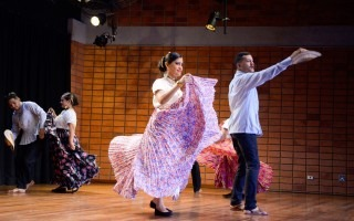 Imagen de varias personas bailando
