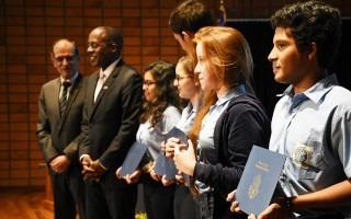 Durante el acto inaugural, se anunció el nombre de los cinco estudiantes de diferentes sedes del Colegio Científico que obtuvieron una beca para estudiar durante un año en Estados Unidos. (Foto: Ruth Garita/OCM)