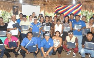 Graduación de un grupo de indígenas.