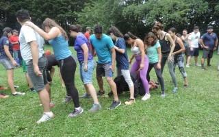 Imagen de varios estudiantes del TEC jugando en el Campamento Integra TEC 2018