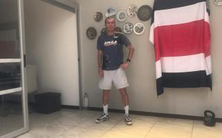 Johnny Loría haciendo ejercicios desde su casa.