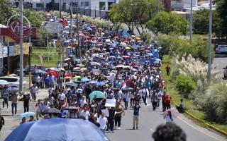Miles de manifestantes en la vía de Circunvalación.