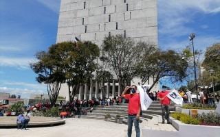 personas de universidades públicas se manifiestan frente a la Asamblea Legislativa
