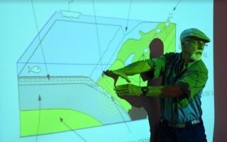 Marino Protti explicó los diferentes procesos geológicos que dieron origen a Centroamérica, así como las razones de la sismicidad de Costa Rica y sus efectos. (Foto: Ruth Garita/OCM)