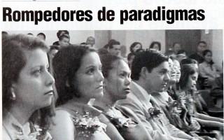 """RECORTE DE PERIODICO QUE INDICA EN TITULAR """"ROMPEDORES DE PARADIGMAS"""""""