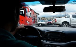 Muchas esquinas del Gran Área Metropolitana han modificado su dinámica debido a altos flujos vehiculares que se encuentran en estas (Fotografía: Ruth Garita)