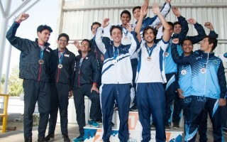 atletas_con_medalla_celebrando_