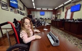 Nicole Mesén Sojo en su curul en la Municipalidad de Goicoechea