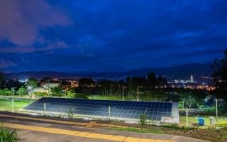 Paneles solares sobre un edificio del tEC.