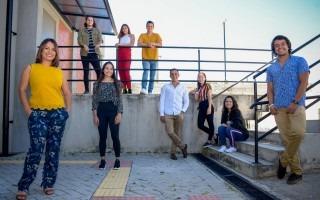imagen de varios estudiantes posando para la fotografía. Participaran en un concurso en Estados Unidos.