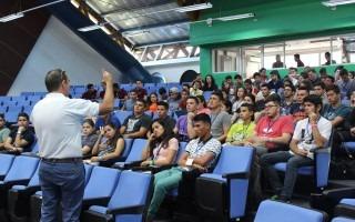 Los muchachos reciben información sobre los derechos y responsabilidades como estudiantes, además sobre los servicios con los que cuentan en la Sede.(Foto Telka Guzmán)