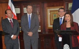 Ministra de Educación Sonia Marta Mora con Rector TEC Julio Calvo y autoridades Francia