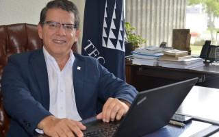 Rector Julio Calvo