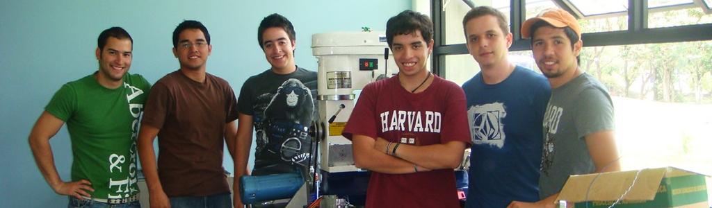 jovenes en laboratorio