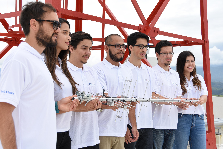 Estudiantes del Proyecto Irazú.