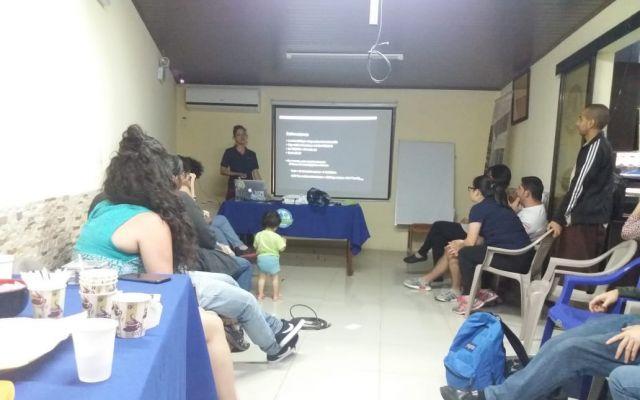 La profesora Claudia Chaves brinda asesoría de Biogás a los líderes comunales y vecinos de la ASADA de Poás y Barrio Corazón de Jesus de Aserrí.
