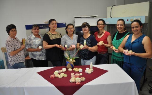 Mujeres artesanas de Copey  elaboraron productos cosméticos a partir del aguacate