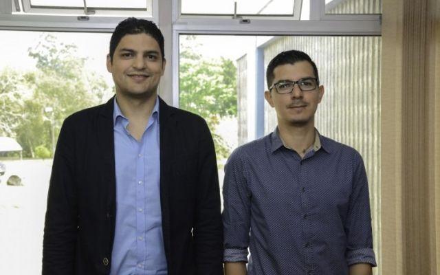 Primeros dos becados con fondos del Banco Mundial obtienen su doctorado