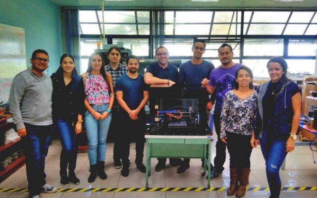 Estudiantes de maestría aplican la ingeniería inversa para crear impresora 3D