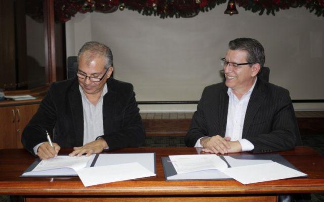 Firman convenio para el desarrollo de los egresados del TEC