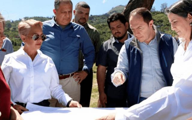 Presidente de la República inspeccionó terrenos del futuro Parque de Desarrollo Humano de Alajuelita