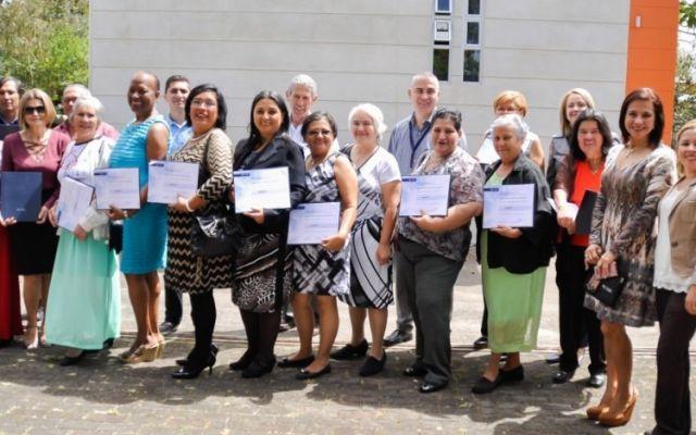 Nuevo grupo de adultos mayores se gradúa del TEC, listo para aportar al país