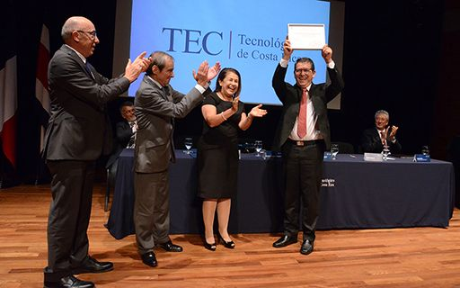 The rector, Julio Calvo, raises the accreditation certificate with pride and joy.