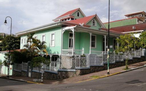 La Casa Verde es una estructura victoriana ubicada en Barrio Amón