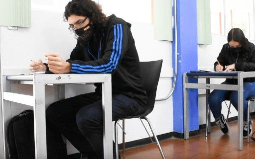 A young man performs the exam with mask.