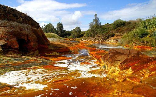 Imagen del Río Tinto, de color rojizo, simula en parte el paisaje de Marte.
